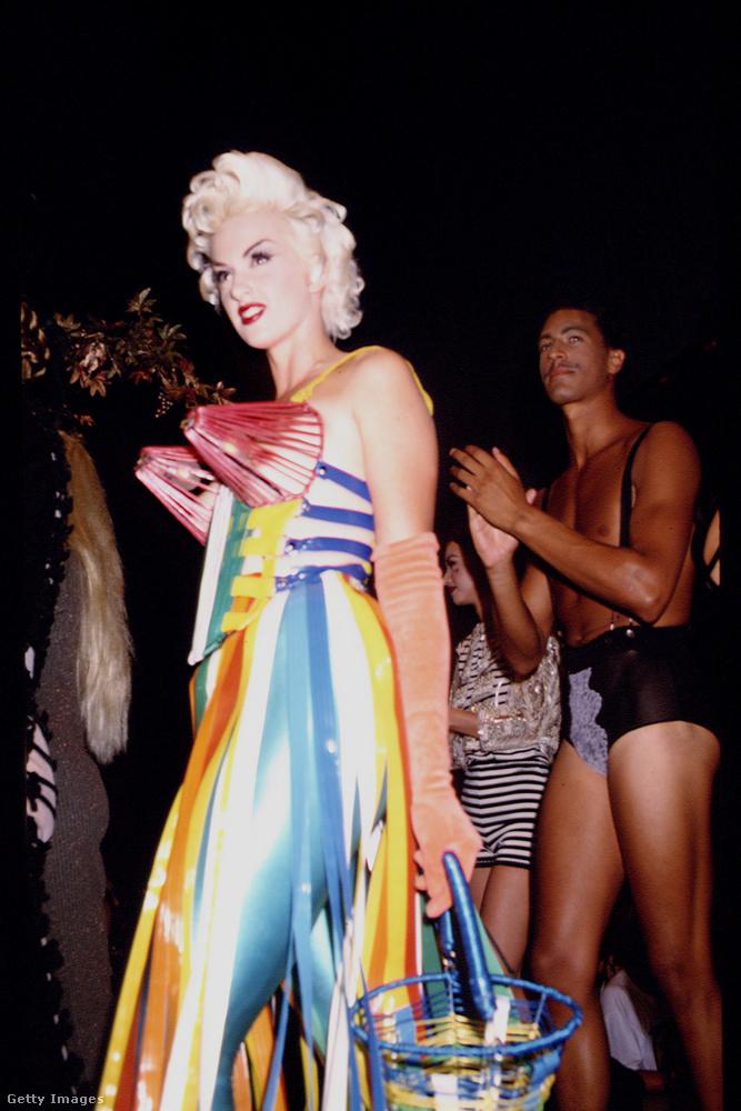 És természetesen a kúp alakú melltartókról továbbra sem állt le Gaultier.