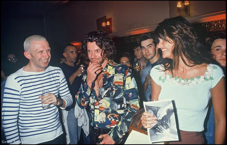 A '10-es évekre visszatekintő cikksorozathoz érintőlegesen kapcsolódott, úgyhogy kíváncsiságból megnéztem, hogy mikoriak a Getty képügynökség archívumában a legrégebbi képek Jean-Paul Gaultier francia divattervezőről