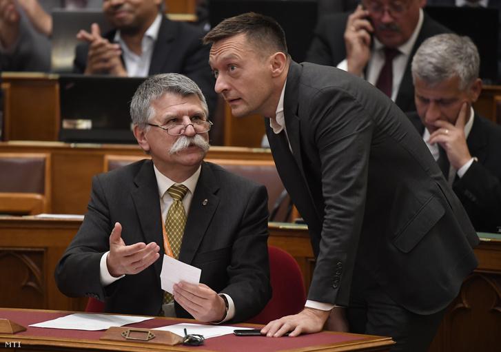 Kövér László az Országgyûlés elnöke (b) és Rogán Antal a Miniszterelnöki Kabinetirodát vezető miniszter az Országgyűlés plenáris ülésén 2019. október 21-én.