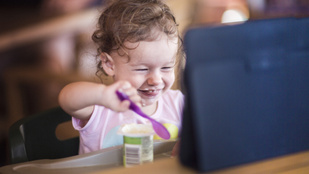4 dolog, ami miatt soha ne kütyüvel foglald le a kisgyereket evés közben