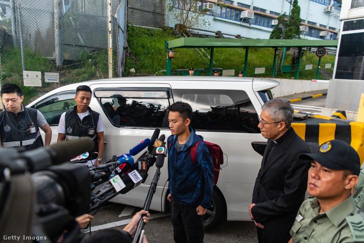 Chan Tong-kai nyilatkozik a sajtónak szabadulása után