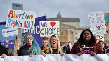 Legálissá vált a terhességmegszakítás Észak-Írországban
