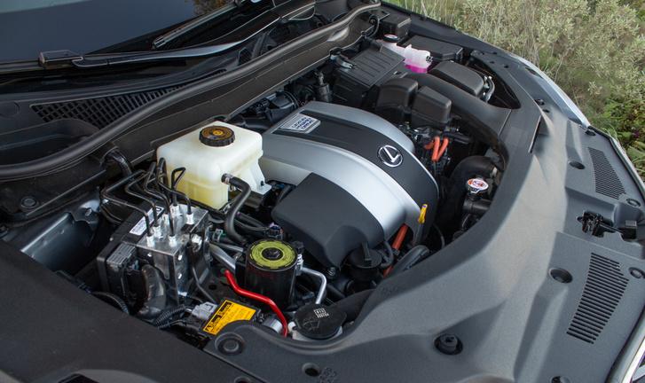 V6-os benzines, plusz a villanyos segítség a hajtásban