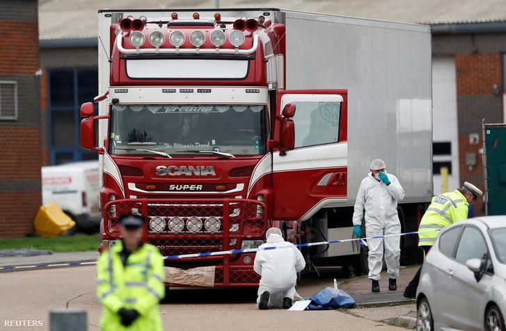 Essexben talált kamiont vizsgálják a helyszínelők szerdán