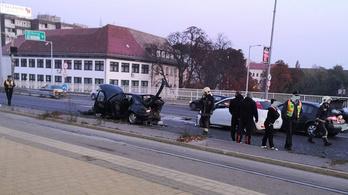 Tűzoltókra is szükség volt egy baleset miatt az Árpád hídon