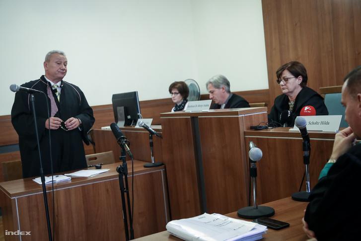 Rékasi Károly ügyvédje