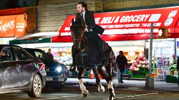 Keanu Reevest is beszippantaná a Halálos iramban franchise