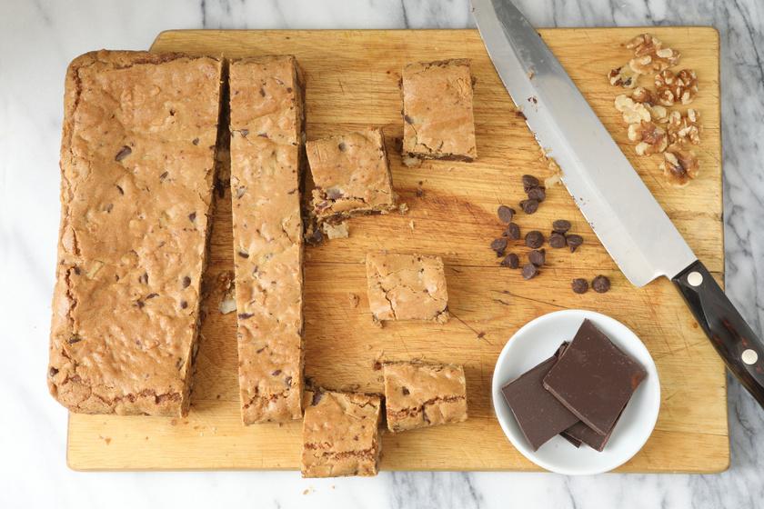 Lisztmentes diós süti: könnyen elkészíthető, és bögrével is kimérheted a hozzávalókat