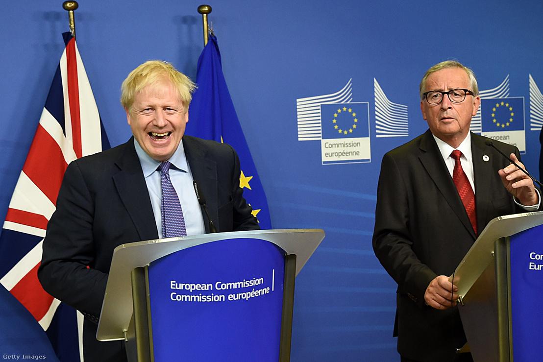 Boris Johnson és Jean Claude Juncker az Európai Tanács ülése előtt tartott sajtótájékoztatón 2019 október 17-én
