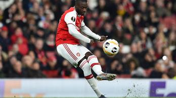 Két tökéletes szabadrúgással kerülte el az égést az Arsenal