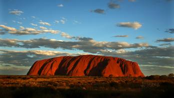 A bennszülöttek kedvéért lezárják Ausztrália szakrális szikláját