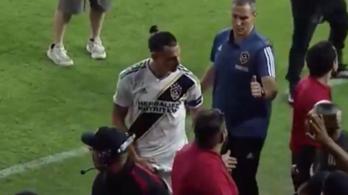 Ibrahimovic egy lába közé markolós mozdulattal búcsúzott Amerikától