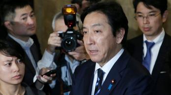 Luxusdinnye-ajándékozásba bukott bele egy miniszter Japánban