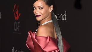 Megjelent Rihanna könyve, csak a borítójával takarja el a testét