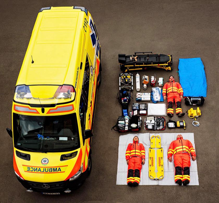 Az Országos Mentőszolgálat megmutatta, miből áll egy mentőautó felszerelése.