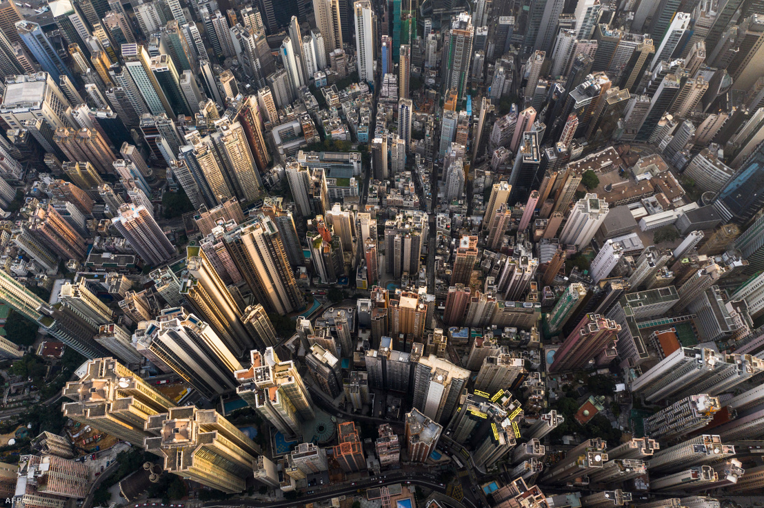 2018-ban készült légifotó Hong Kong belvárosának kereskedelmi- és lakóépületeiről