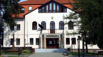 Egy ügyintéző maradt, bezárt az okmányiroda Pomázon