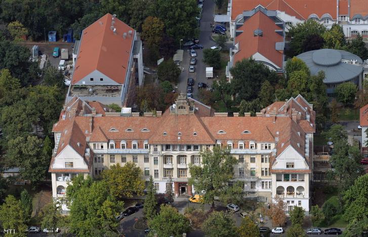 A Debreceni Egyetem Orvos- és Egészségtudományi Centrum Szülészeti és Nőgyógyászati Klinikájának épülete
