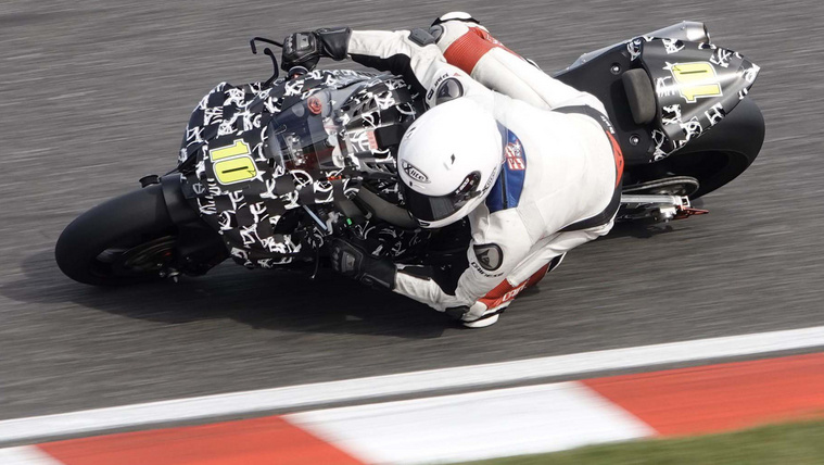 2020-Honda-CBR1000RR-spy-photo-asphaltandrubber-04