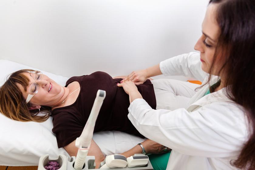 nőgyógyász vizsgál