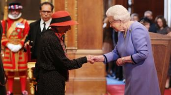 Kitüntette a királynő Margaret Atwoodot