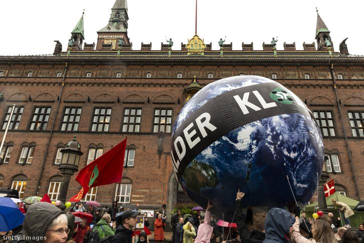 Klímatüntetés Koppenhágában a C40 konferencia utolsó napján