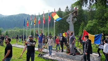 Megint román nacionalisták ünnepeltek az úzvölgyi temetőben