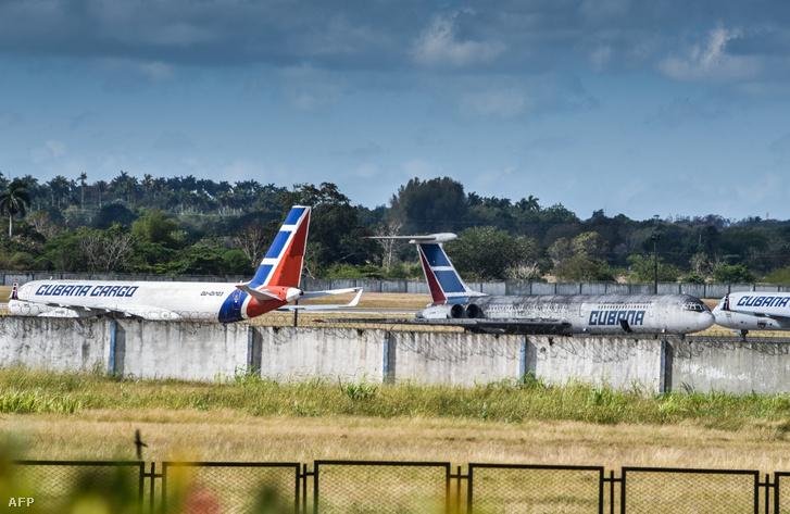 A kubai repülőtársaság, a Cubana de Aviacion repülőgépei a havannai Jose Marti nemzetközi repülőtéren 2019. áprilisában
