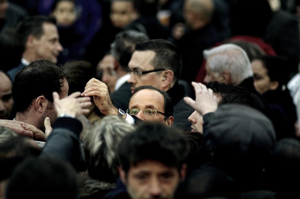 A tömeg egy gyűlés végén Clermont Ferrand-ban. 2012. április 12.