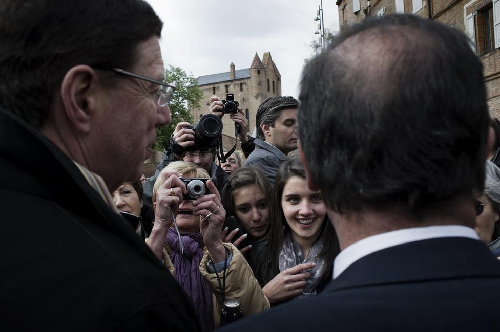 Séta egy kisváros utcáin Toulouse környékén. 2012. április 19.