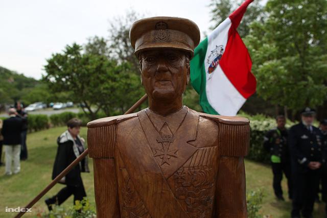 Horthy Miklós első egészalakos szobra Kerekiben
