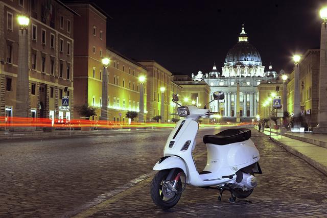 Rómát látni és meghalni. Robogóbalesetben?