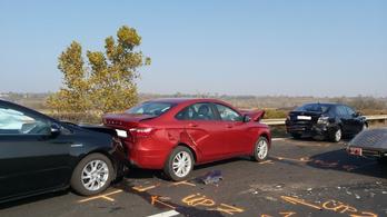 Nyolc autó ütközött az M1-esen, hat és nyolc autó pedig az M3-ason