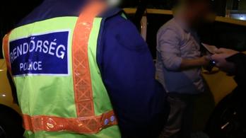Pénteken éjjel a belvárosban razziáztak a rendőrök és egyéb hatóságok