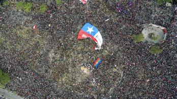 A chilei elnök megkérte az összes miniszterét, hogy mondjon le