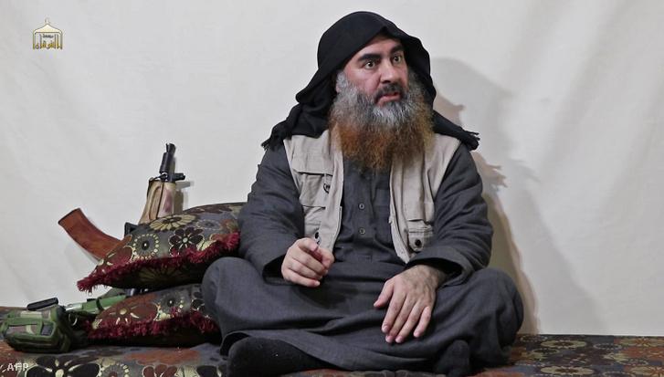Az al-Furkán hírportálon 2019. április 29-én közreadott videofelvételről készített képen Abu Bakr al-Bagdadi, az Iszlám Állam dzsihadista terrorszervezet vezetője üzenetet intéz támogatóihoz 2019 áprilisában.