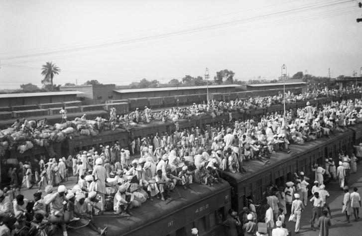 Hinduk vonatokon menekülnek Pakisztánból Indiába a volt brit gyarmat felosztása után 1947-ben