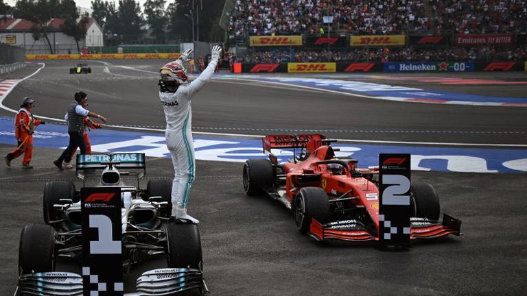 A Ferrari újra odaadott egy győzelmet a Mercedesnek