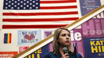 Viszonya volt egy női beosztottjával, lemondott a demokrata párti képviselőnő