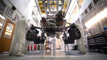 Először állt saját lábra a Mars 2020 marsjáró