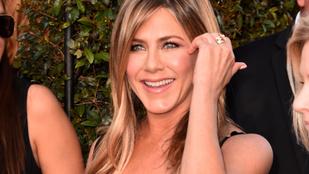 Jennifer Aniston nem szokott nőkkel csókolózni, de most megtörte ezt a szokását