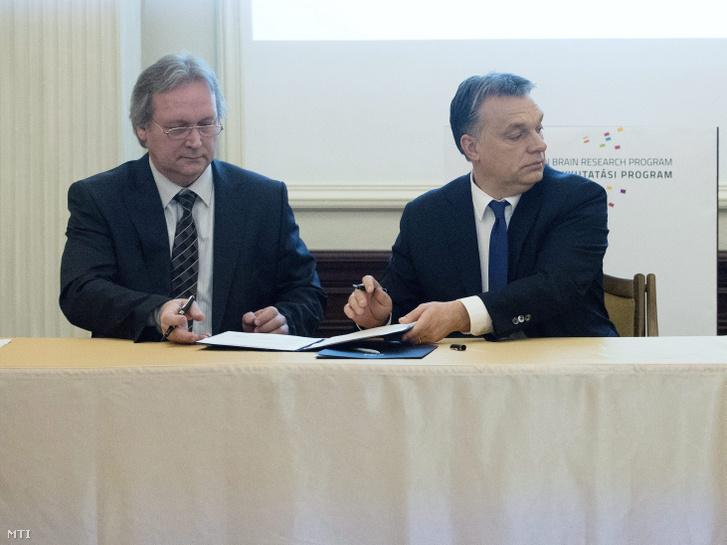Freund Tamás és Orbán Viktor miniszterelnök a Magyar Tudományos Akadémia felolvasótermében Budapesten 2014. február 26-án
