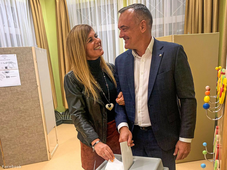 Borkai Zsolt és felesége adják le szavazatukat az önkormányzati választásokon Győrben, 2019. október 13-án