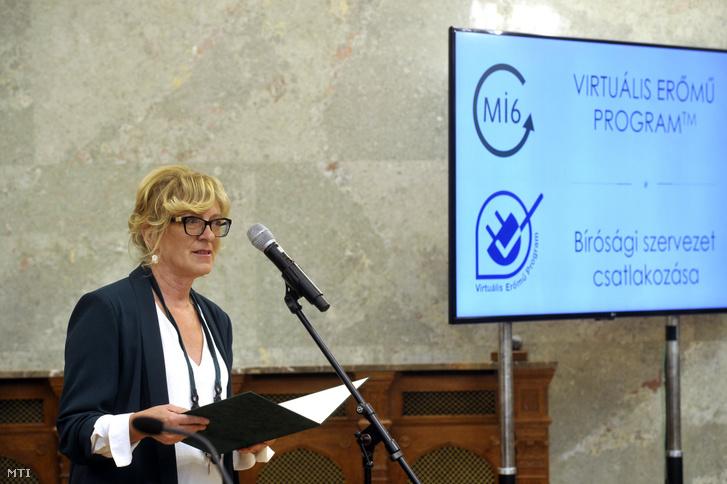 Handó Tünde, az Országos Bírósági Hivatal (OBH) elnöke beszédet mond a Virtuális Erőmű Program (VEP) XI. díjátadó gáláján az Országház Delegációs termében 2019. szeptember 25-én.