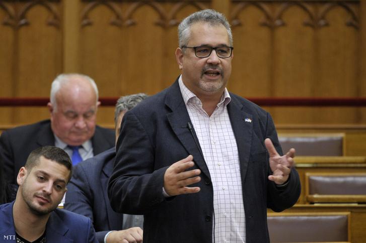 Arató Gergely DK-s képviselő az Országgyűlés plenáris ülésén 2019. október 28-án