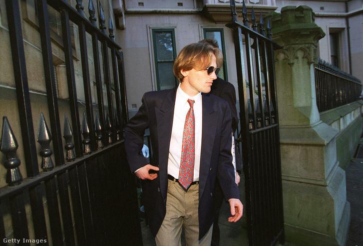 Paul Thomas Onions hagyja el az Ausztrál Legfelsőbb Bíróság épületét Ivan Milat meghallgatása után 1996. március 27-én.