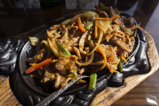 Sokféle zöldség illik bele, és csilis rizzsel is finom.