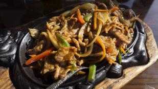 A kínai rizses hús: chop suey csirkéből tofuval