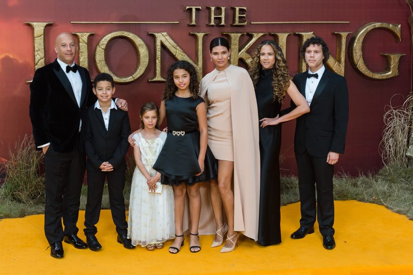 Vin Diesel és Paloma között gyermekeik láthatóak.