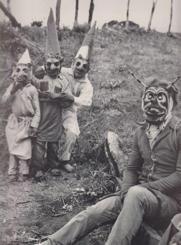 Egyértelmű a leosztás: a törzsi arcfestéses méhecske az értelmi szerző, az ördögfajzatok meg minden aljasságot végrehajtanak, amit csak kitalált